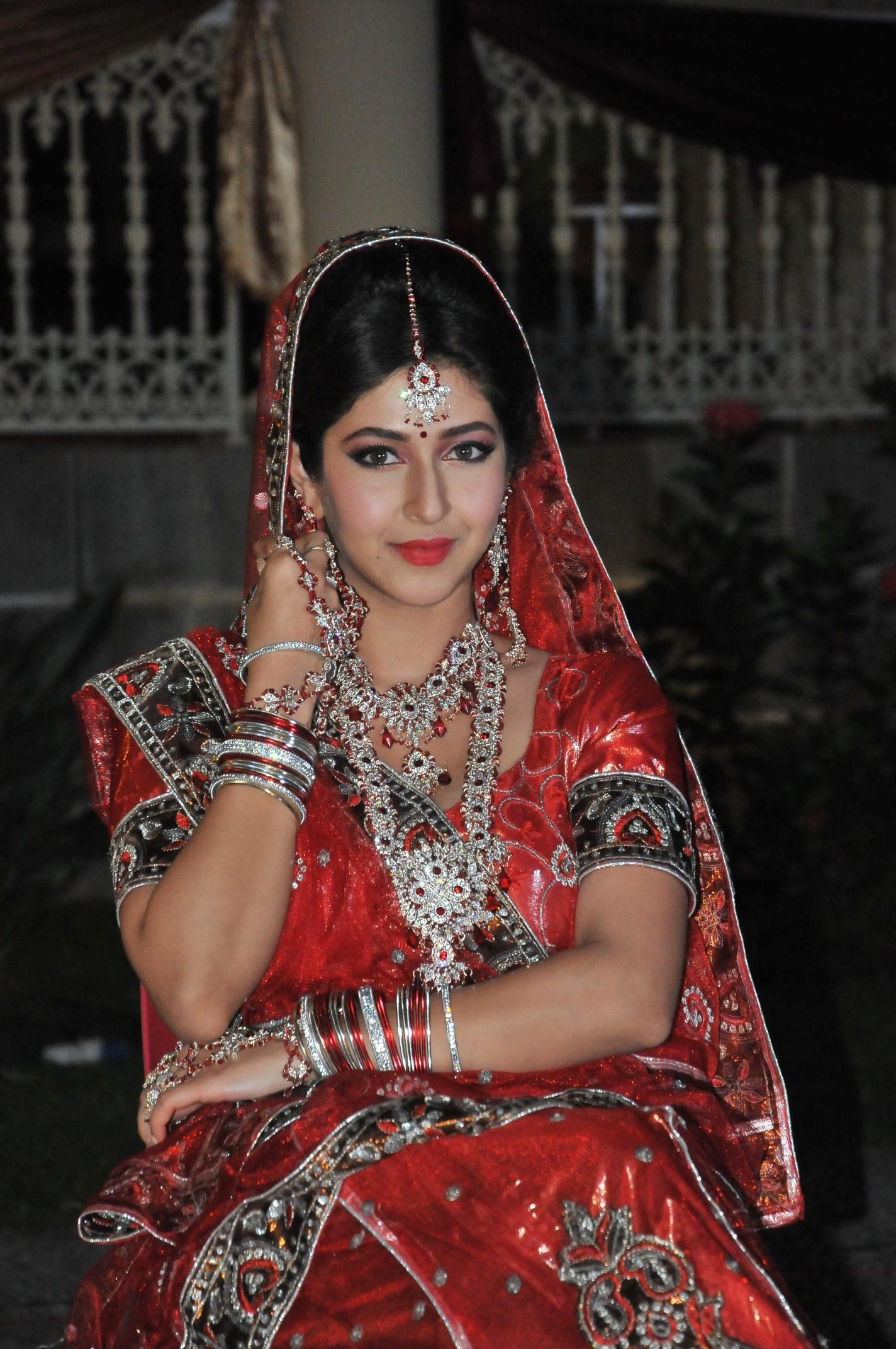 Not just bikini, Sonarika Bhadoria is the hottest bride in Saansein