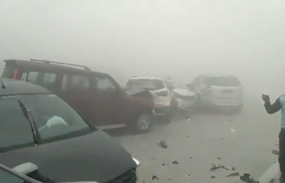 SHOCKING VIDEO of mega pile-up on Yamuna expressway due to fog