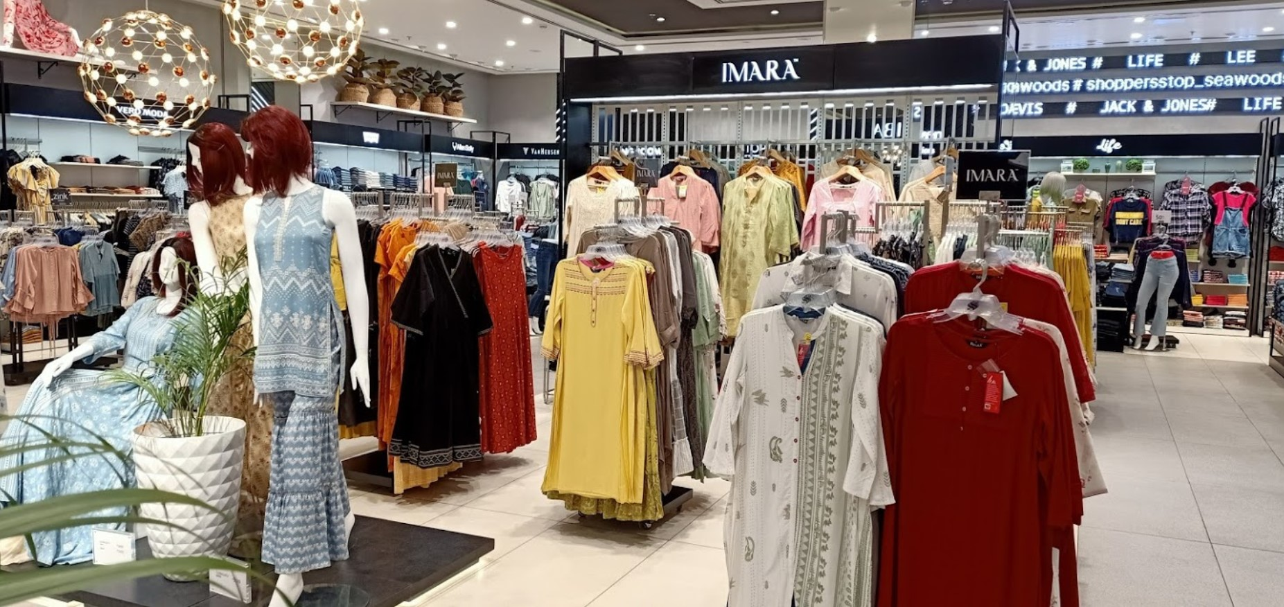 Shoppers Stop to link physical stores with Amazon shopfront